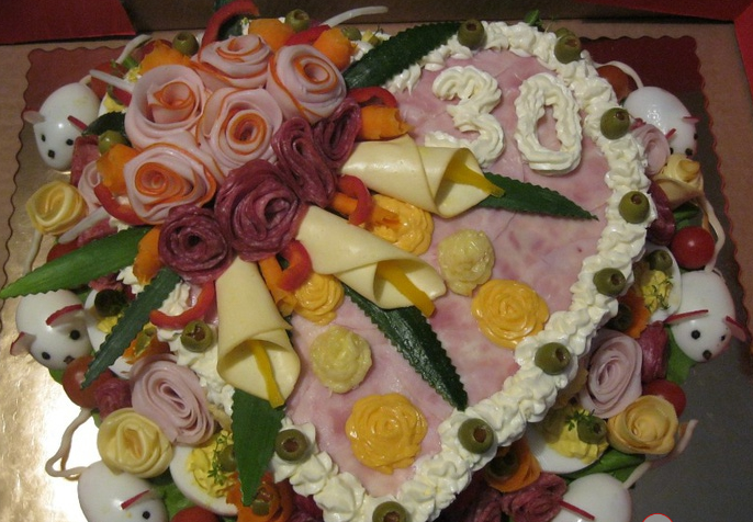 Торт из колбасы своими руками
