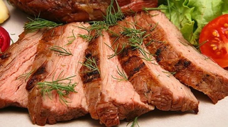 запечённое мясо в горшочке