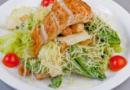 Цезарь с курицей: классический рецепт простого салата
