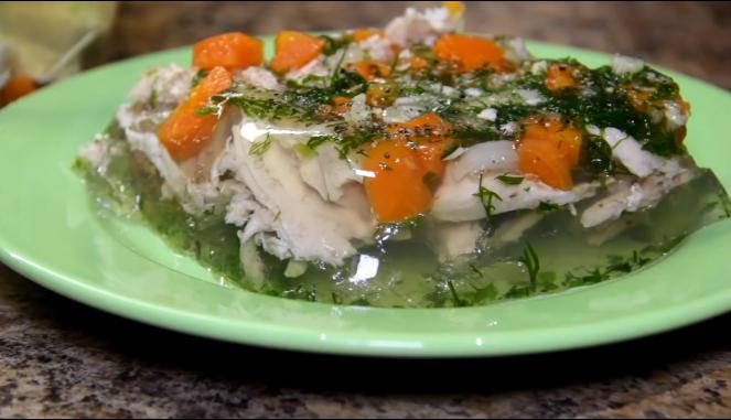 Как приготовить холодец из курицы: 5 вкусных рецептов с желатином и без него