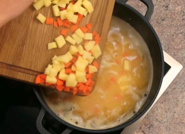 Как сварить гороховый суп с копченостями - пошаговый классический рецепт