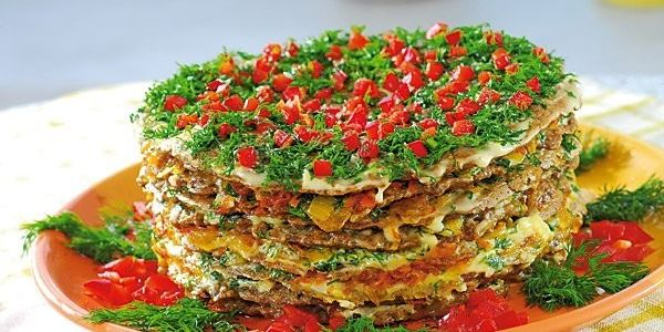 pechenochnyj-tort-iz-kyrinoy-pecheni