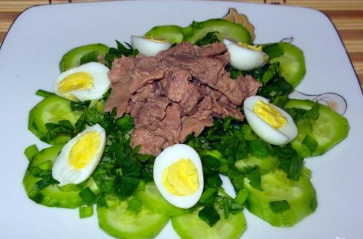 Салаты из печени трески на Новый Год 2021 - простые, вкусные и недорогие рецепты