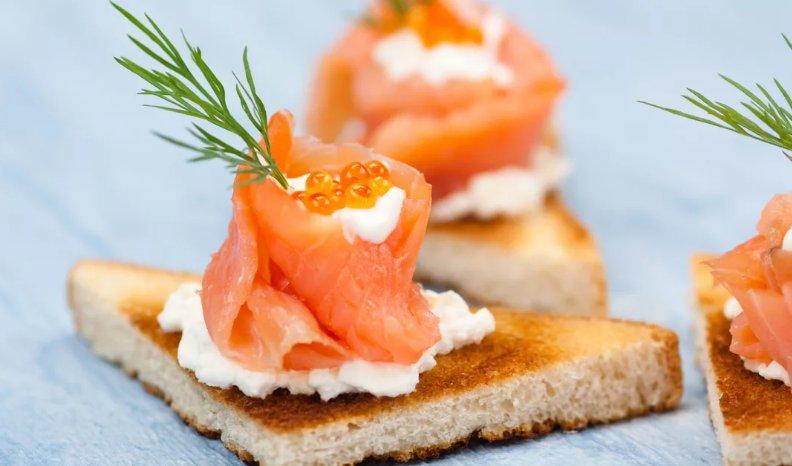 Бутерброды с красной рыбой на праздничный стол — простые и вкусные рецепты к Новому году 2020