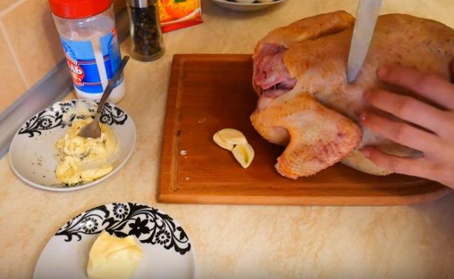 10 лучших способов запечь курицу с картошкой в духовке - Лайфхакер