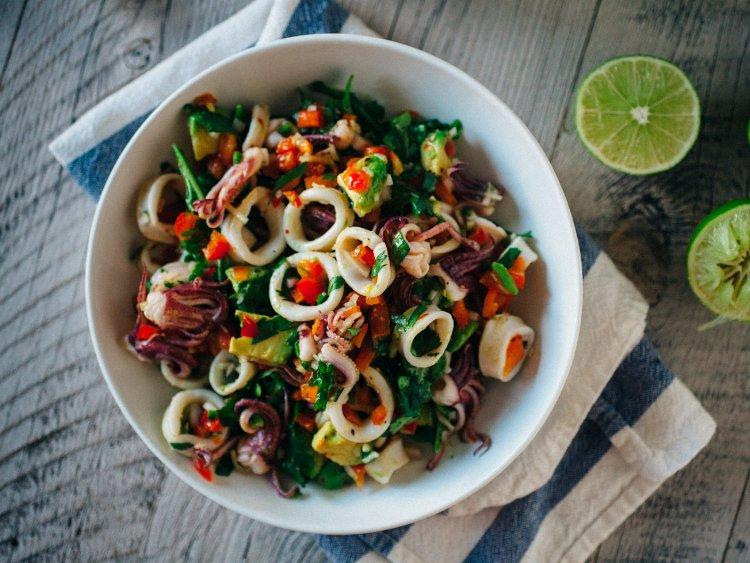Самый простой салат из кальмаров
