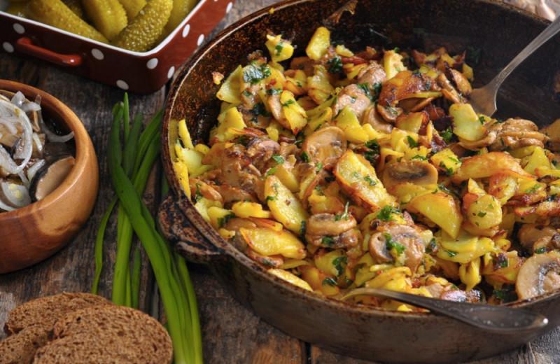 Жареная картошка с грибами — пошаговые рецепты на сковороде