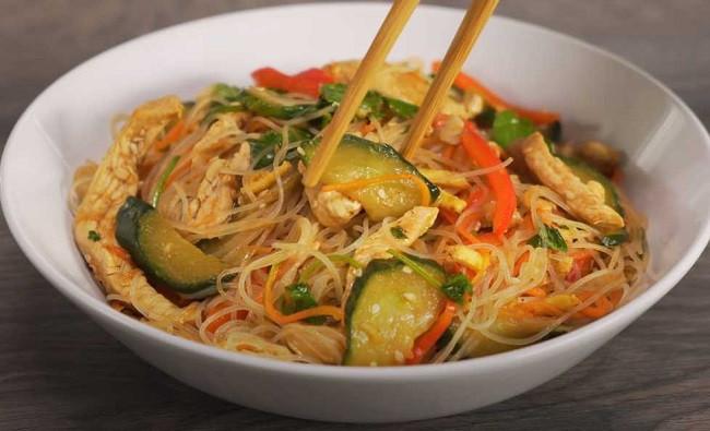 Фунчоза с курицей и овощами - простые рецепты с пошаговым приготовлением