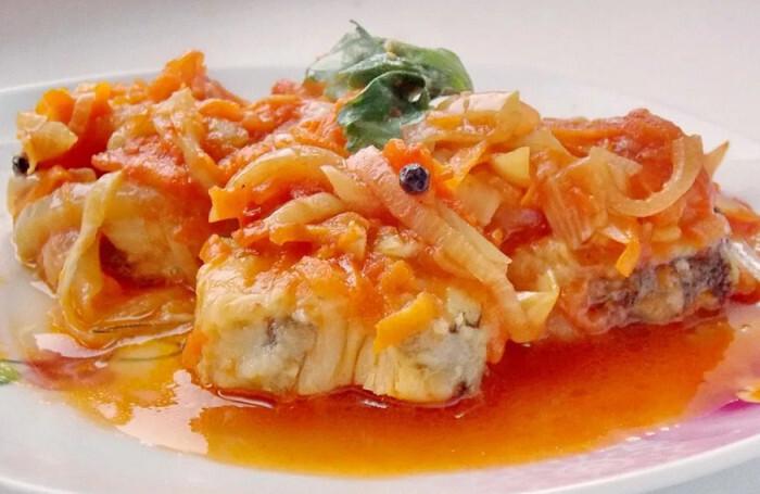 Рыба под маринадом — классические рецепты приготовления на сковороде и в духовке